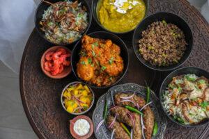 Curry d' agneau à l'indienne et ses chutneys et raïtas